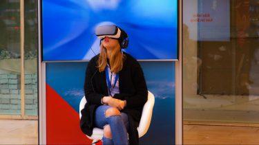 【VRは最強の営業ツール】〜VRの業界別活用方法と導入した企業の事例をご紹介〜
