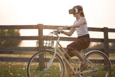 世界企業のVR動向-VR体験が日常へ-